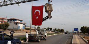 Kırıkhan'da şehrin girişleri Türk Bayraklarıyla donatıldı